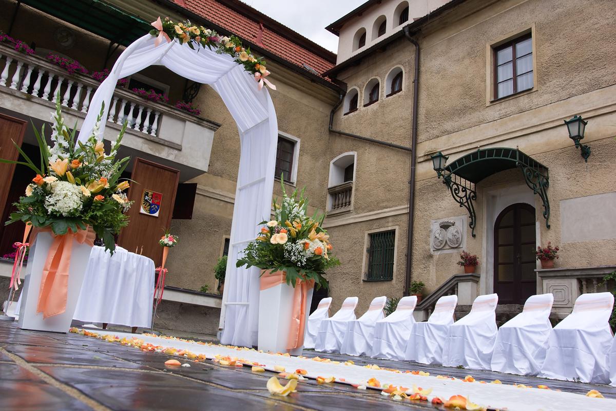 Svatba nádvoří 10